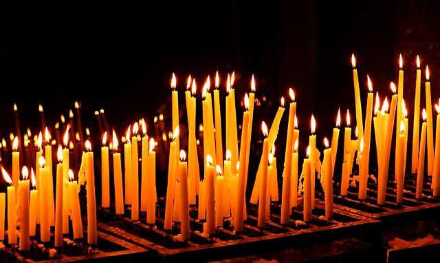 Приворот на скрученных церковных свечах