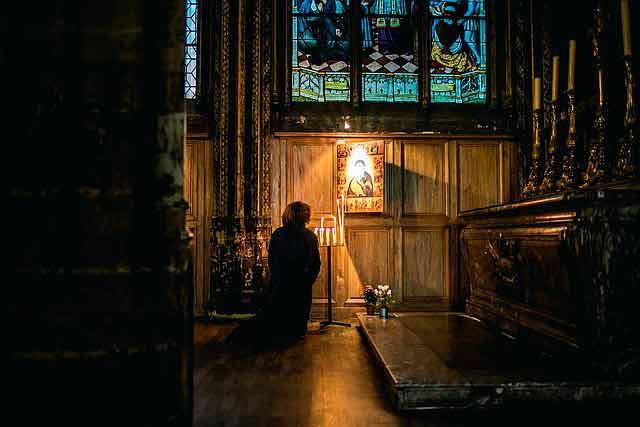Молитвы от порчи и колдовства православные читать